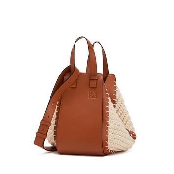 LOEWE Bolso Hammock Knit Pequeño Bronceado/Natural front