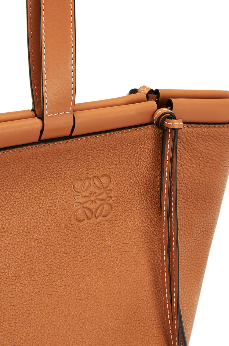 LOEWE 小号柔软粒面小牛皮 Cushion Tote 手袋 Light Caramel pdp_rd