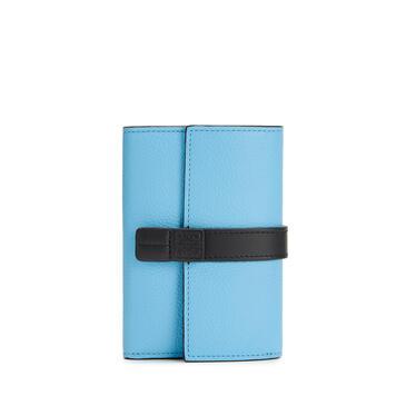 LOEWE 小号柔软粒面牛皮革垂直钱包 Sky-blue/Black pdp_rd