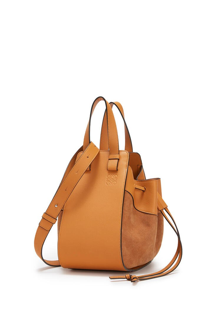 LOEWE Small Hammock Drawstring bag in calfskin and nubuck Honey pdp_rd