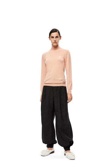 LOEWE Anagram embroidered turtleneck sweater in cashmere Flesh pdp_rd