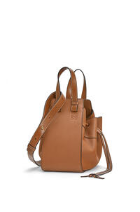 LOEWE Small Hammock Drawstring bag in soft grained calfskin Light Caramel pdp_rd