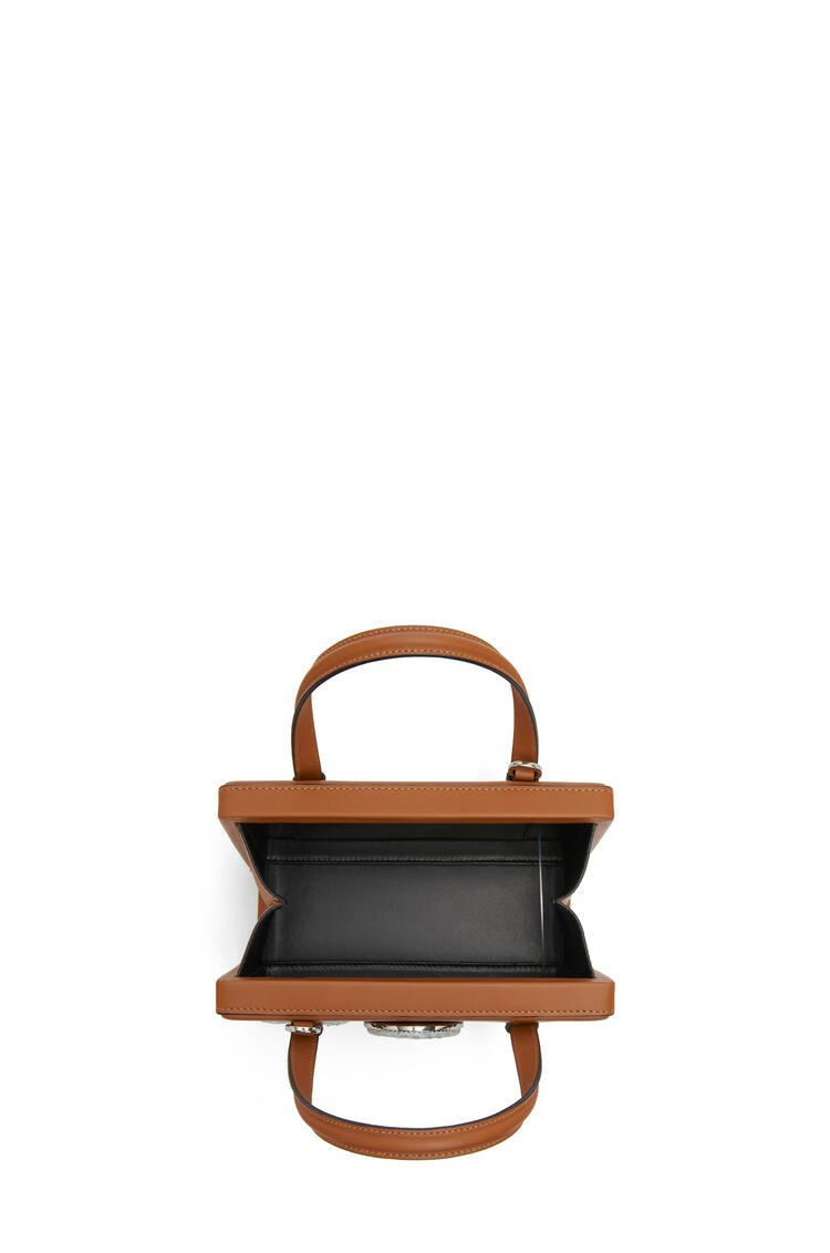 LOEWE Small Postal cameo bag in natural calfskin 棕褐 pdp_rd