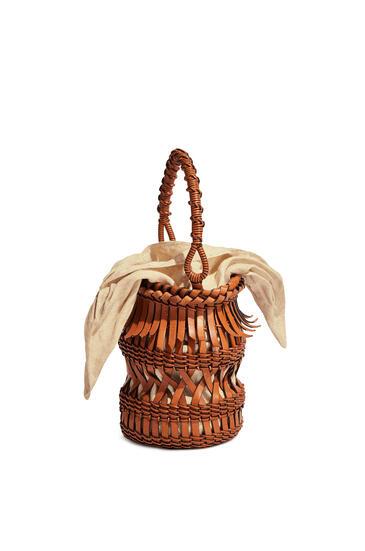 LOEWE Fringes bucket bag in calfskin Tan pdp_rd