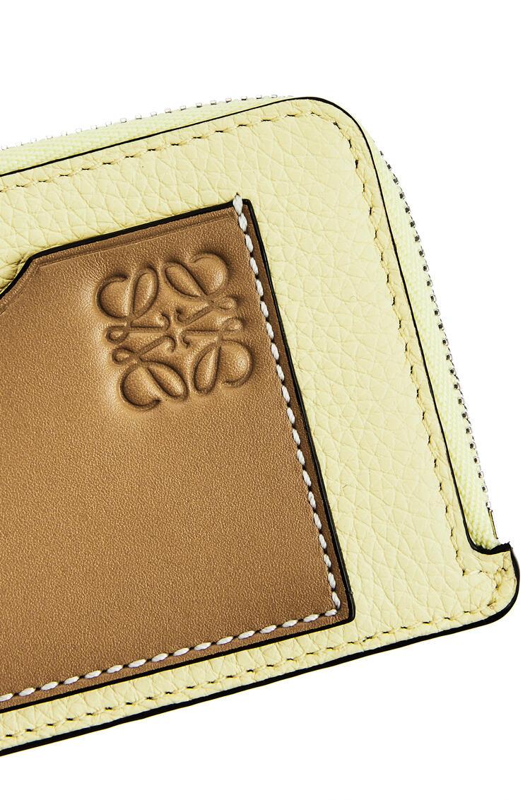 LOEWE Tarjetero y monedero en piel de ternera con grano suave Lima Palido/Verde Ocre pdp_rd