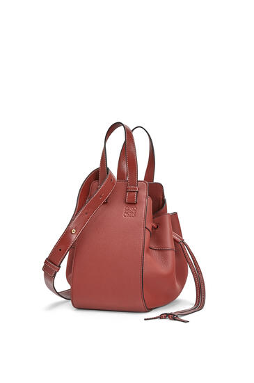 LOEWE Small Hammock Drawstring Bag In Soft Grained Calfskin Garnet pdp_rd