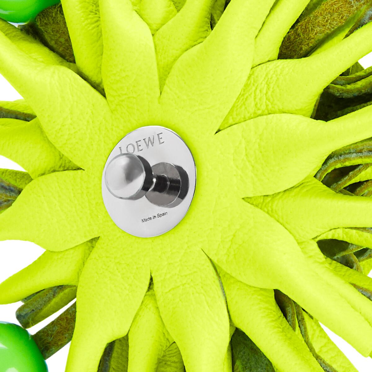 LOEWE Tachuela En Forma De Flor En Piel De Ternera Clásica Amarillo Neon front
