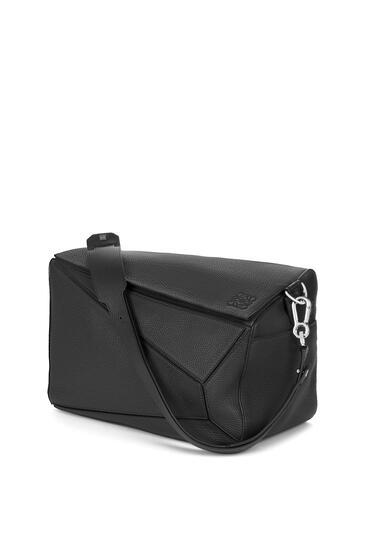 LOEWE XL Puzzle bag in grained calfskin Black pdp_rd
