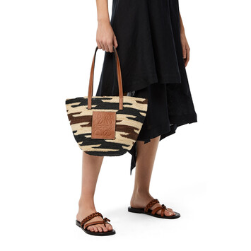 LOEWE Shigra Basket Bag In Agave And Calfskin Natural/Black/Pecan front