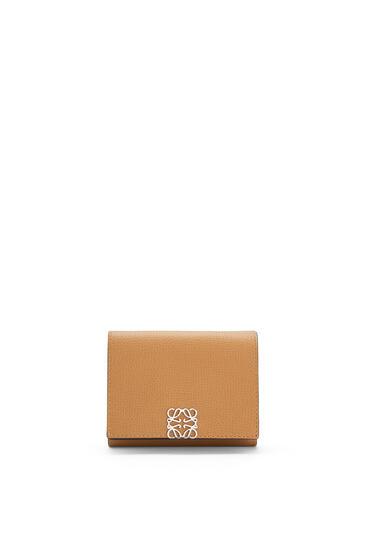 LOEWE Anagram trifold 6 cc wallet in pebble grain calfskin Oak pdp_rd