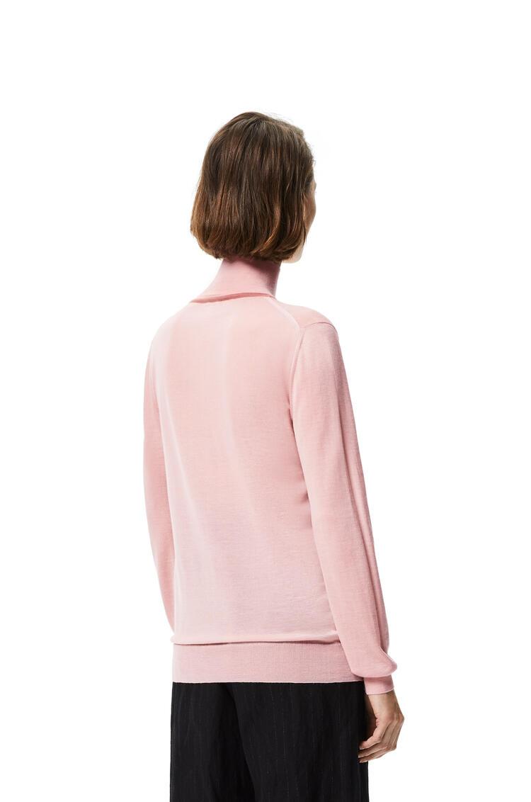 LOEWE Jersey en cashmere con cuello de polo y Anagrama bordado Salmon pdp_rd