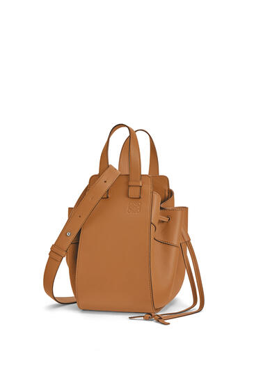 LOEWE Small Hammock Drawstring bag in nappa calfskin Light Caramel pdp_rd