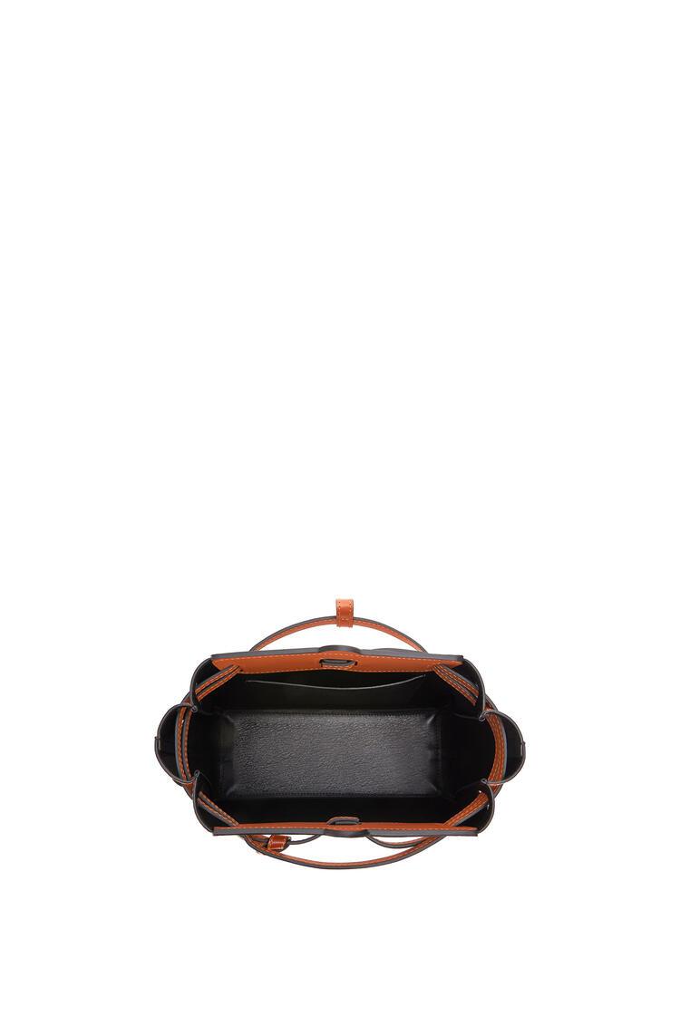 LOEWE Minibolso Lazo en piel de ternera box Bronceado pdp_rd