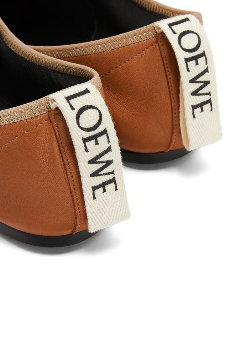 LOEWE Zapato derby en suave piel de cordero Camel pdp_rd
