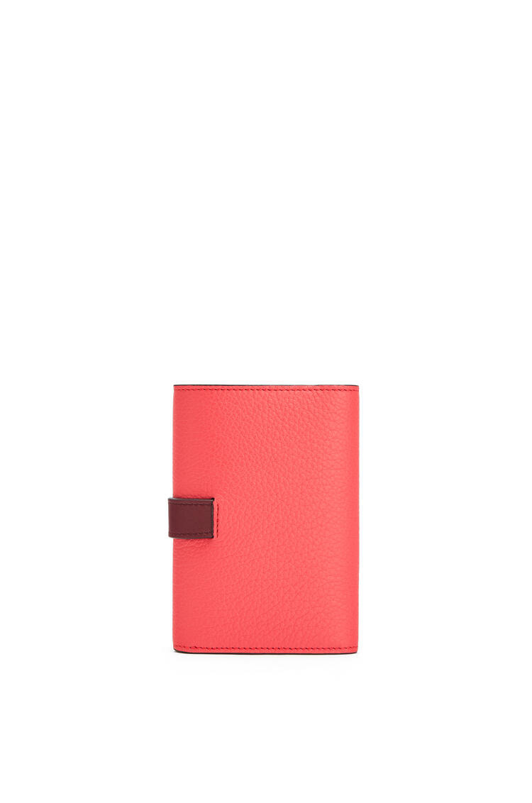 LOEWE バーティカル ウォレット スモール(ソフト グレイン カーフスキン) Poppy Pink pdp_rd