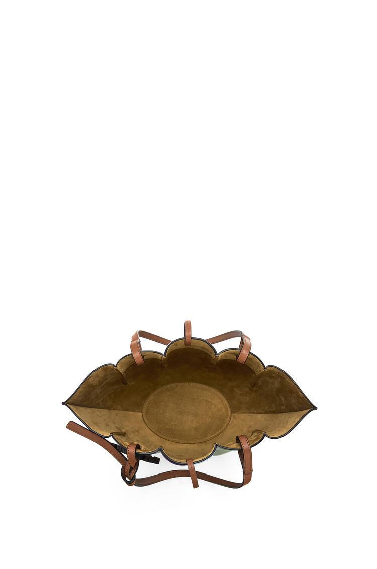 LOEWE Bolso Shell Tote pequeño en piel de ternera clásica Romero/Morado pdp_rd