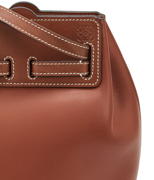 LOEWE Lazo Bucket Rust Color front