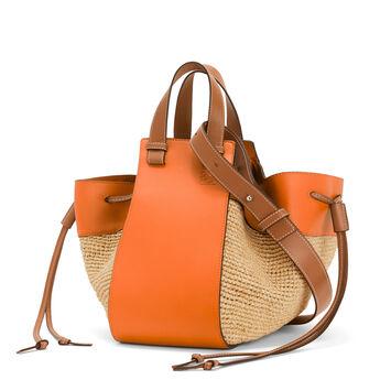 LOEWE Bolso Paula's Hammock Drawstring Medium Naranja/Natural front