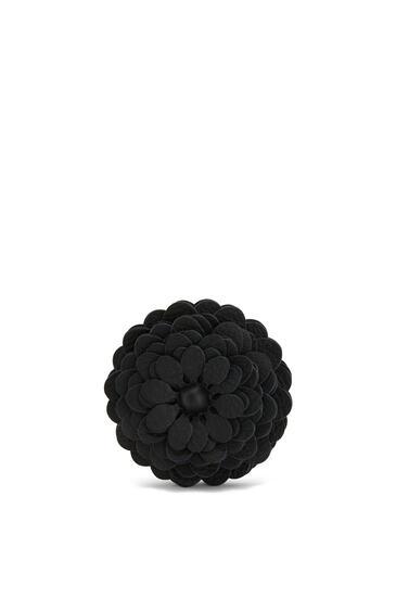 LOEWE Stud Flower charm in calfskin Black pdp_rd