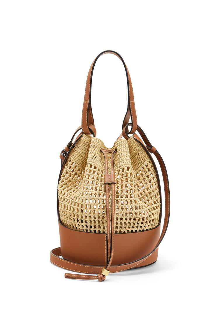 LOEWE Balloon bag in raffia and calfskin Natural/Tan pdp_rd