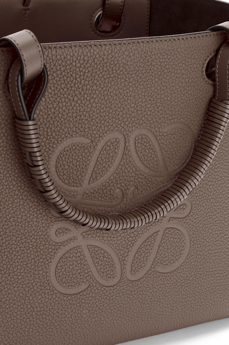 LOEWE Small Anagram tote bag in grained calfskin Taupe pdp_rd