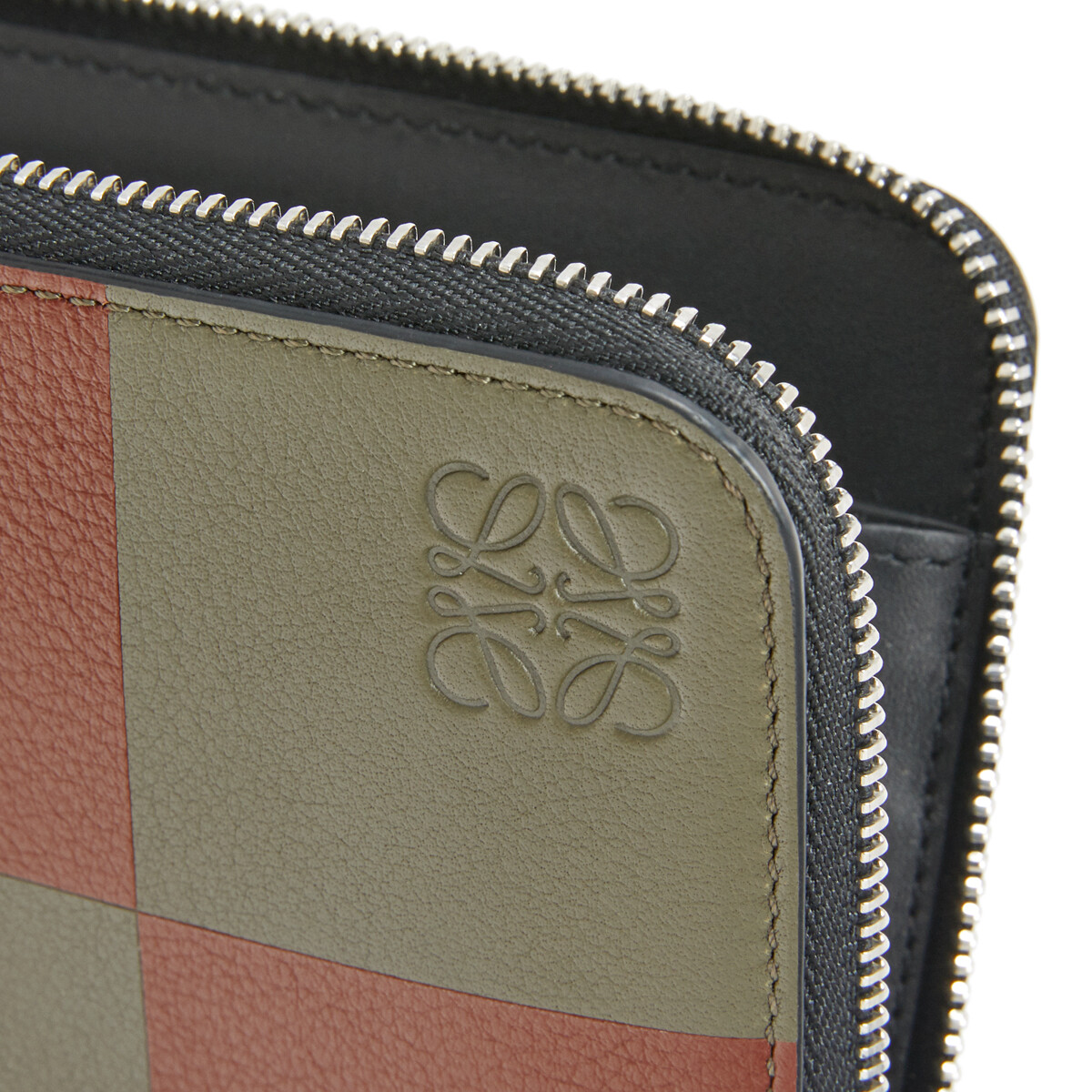 LOEWE Zip Around Wallet Bicolor Khaki Green/Cognac front