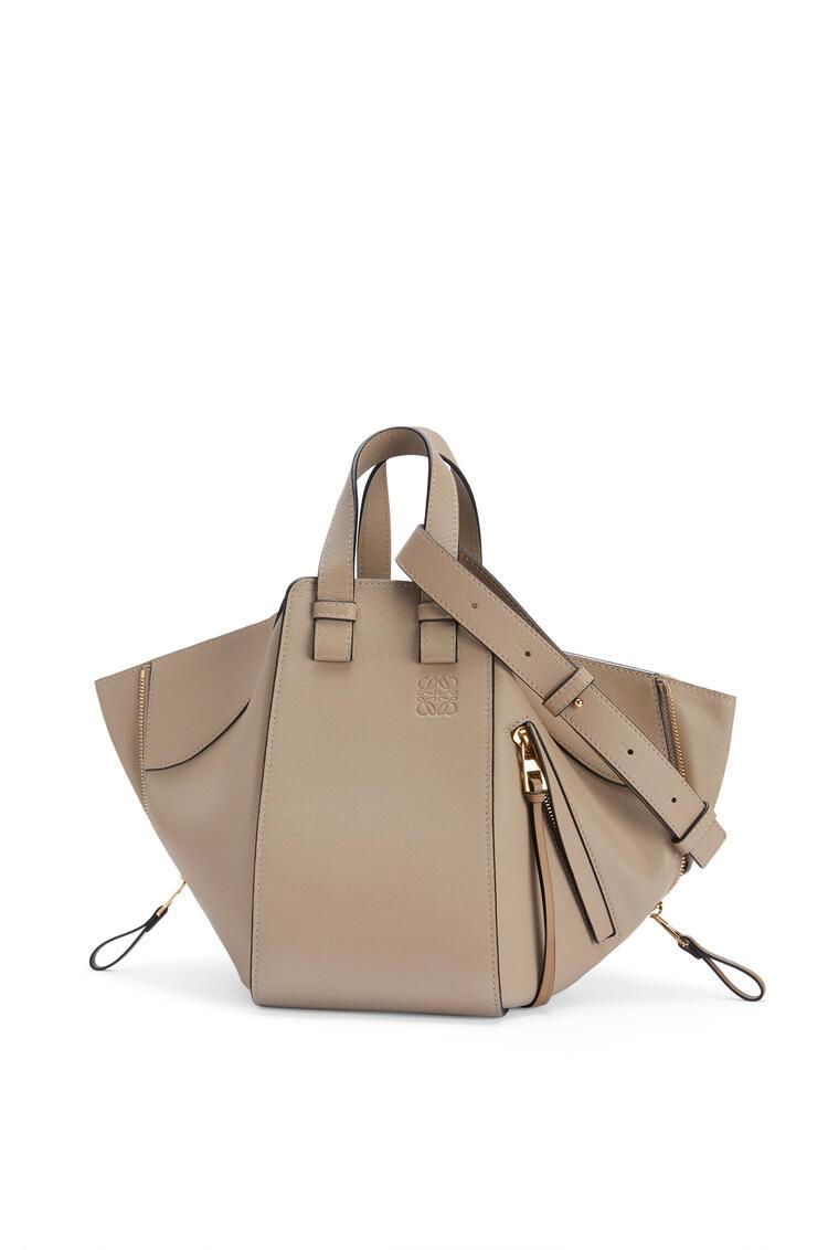LOEWE Small Hammock bag in classic calfskin Sand pdp_rd