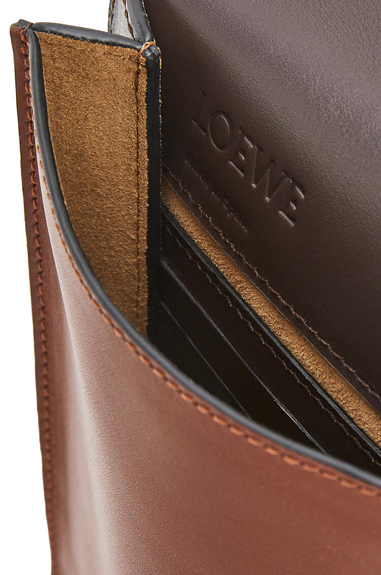 LOEWE Flat Gusset Crossbody bag in smooth calfskin Cognac pdp_rd