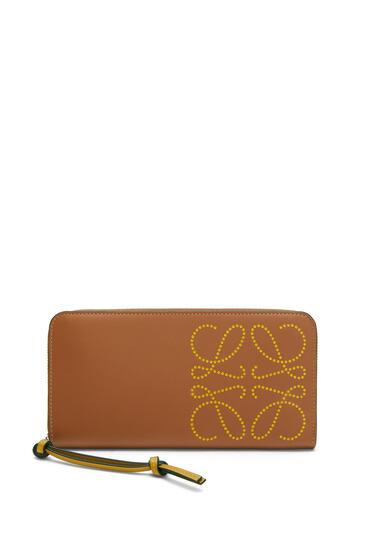 LOEWE Zip Around Wallet In Classic Calfskin Tan/Ochre pdp_rd