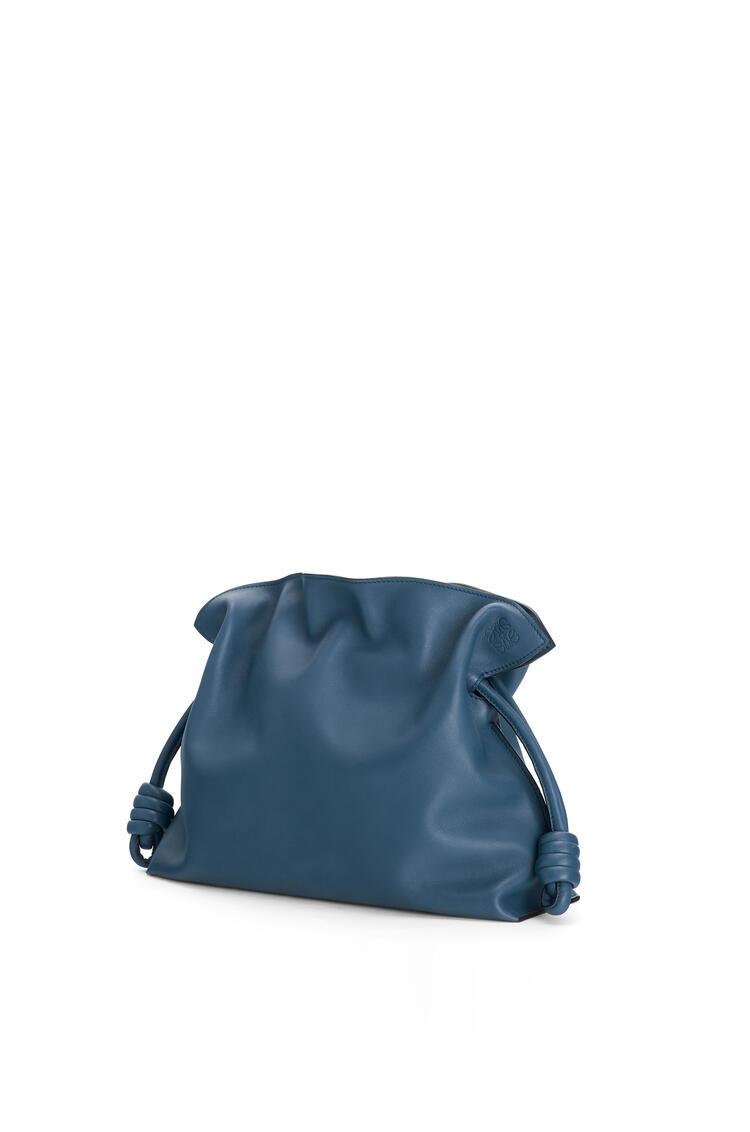 LOEWE Bolso clutch Flamenco en piel de ternera napa Azul Varsity pdp_rd