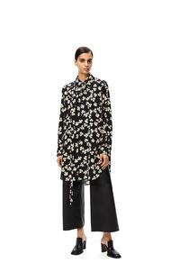 LOEWE Camisa larga oversize en viscosa con tréboles Negro/Marfil pdp_rd