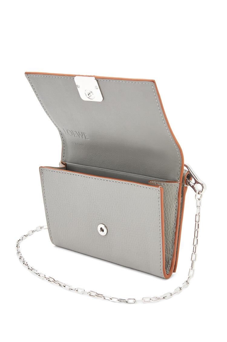 LOEWE Anagram wallet on chain in pebble grain calfskin Smoke pdp_rd