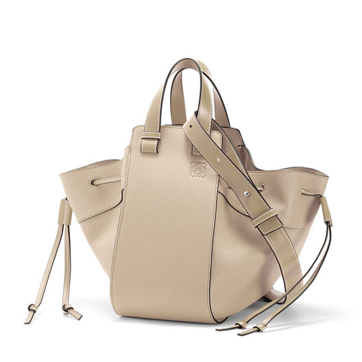LOEWE Hammock Dw Medium Bag Light Oat  front
