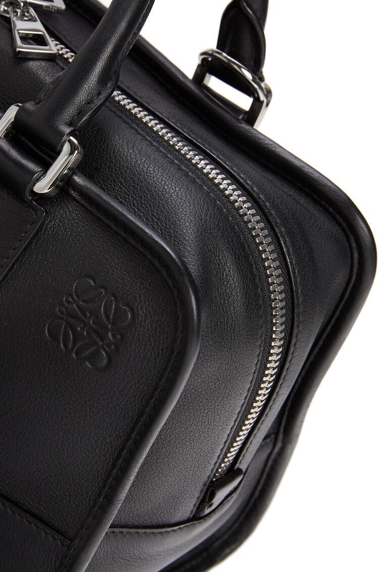 LOEWE 经典牛皮革 Amazona 28 手袋 黑色/金属灰 pdp_rd