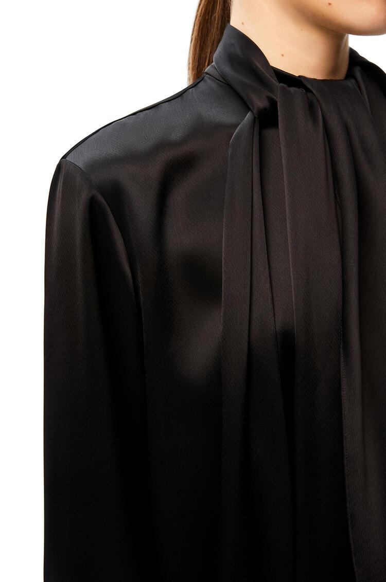 LOEWE Top en satén con chalina Negro pdp_rd