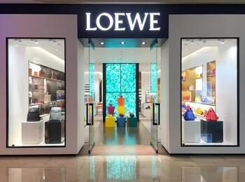 LOEWE Deji Plaza