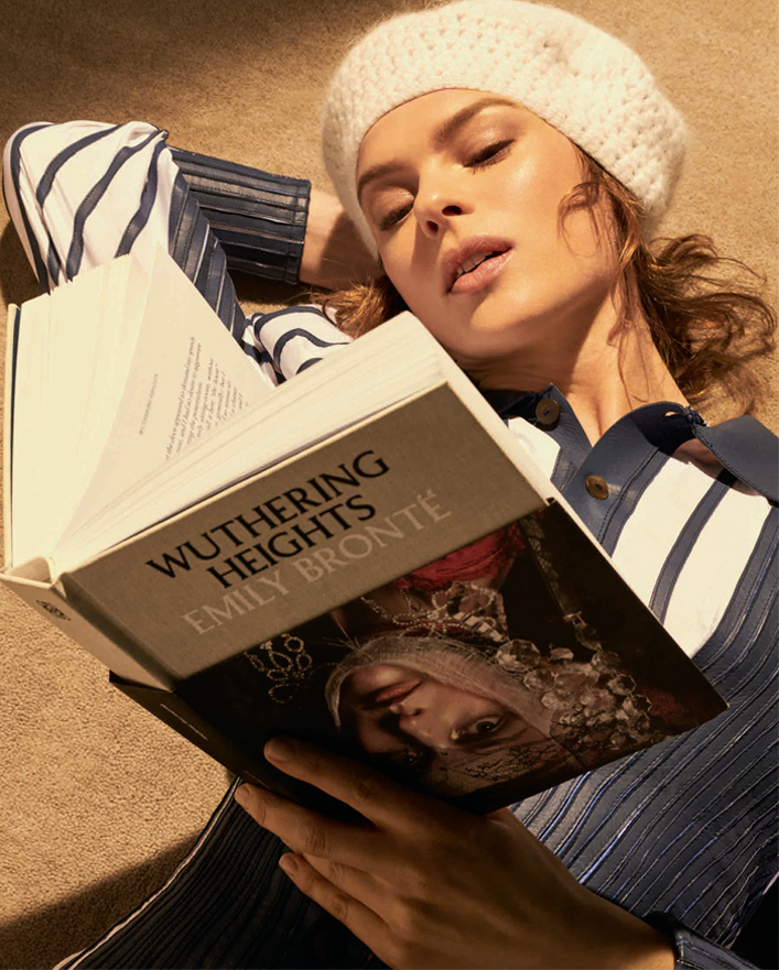 Elise Crombez reading Wuthering Heights